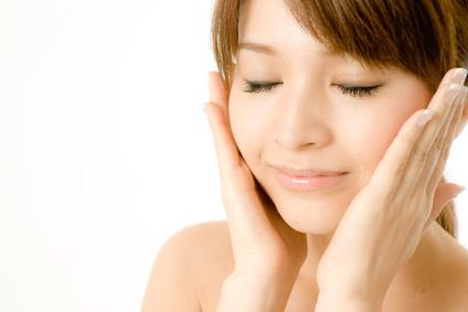 乾燥肌の原因とは?食事法、レシピ、生活習慣の改善方法をご紹介