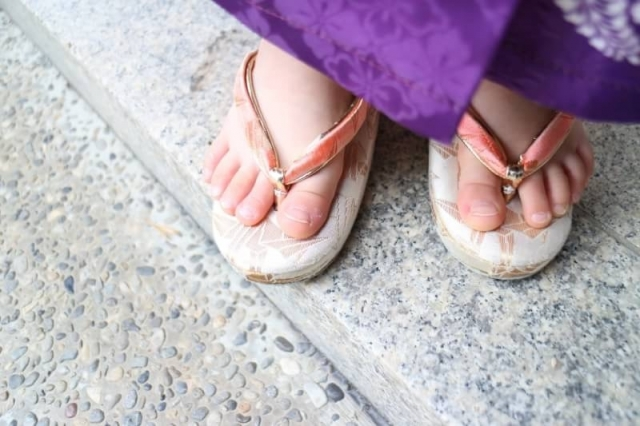 七五三に人気の草履を教えて!可愛い7歳女の子用の草履をご紹介